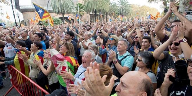 Cataluña celebra su declaratoria de independencia. Foto: El País.