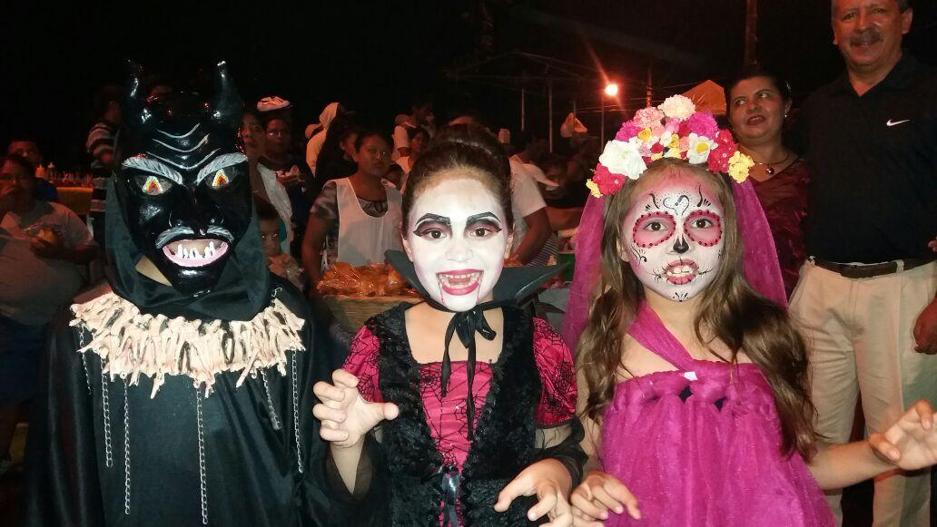 Las fiestas de los ahuizotes en Masaya atraen a niños y adultos que disfrutan de las tradiciones, los mitos y leyendas nicaragüenses. Foto: A. Silva.