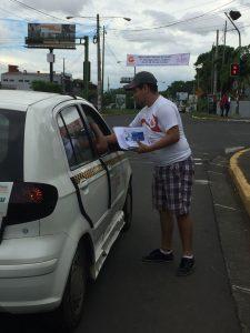 """Taxistas y particulares recibieron volantes """"antifarsa"""""""