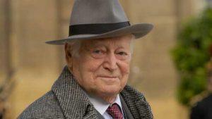 """Maurice Druon , autor de """"Los reyes malditos"""". Foto tomada de Internet."""