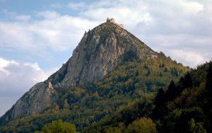 En el Mont-Aimé, fueron quemados en hogera 183 cátaros en 1239. Foto: Internet.