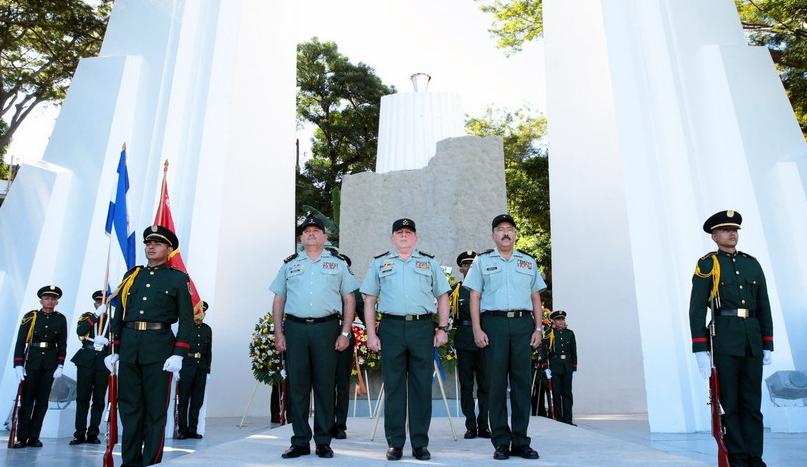 Ejército celebra Día del Soldado sin pronunciarse sobre muertes de menores
