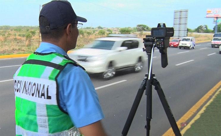 Agentes de tránsito de la Policía de Nicaragua multarán a los conductores que pasen los noventa kilómetros por hora. Foto: tomada de NuevaYa