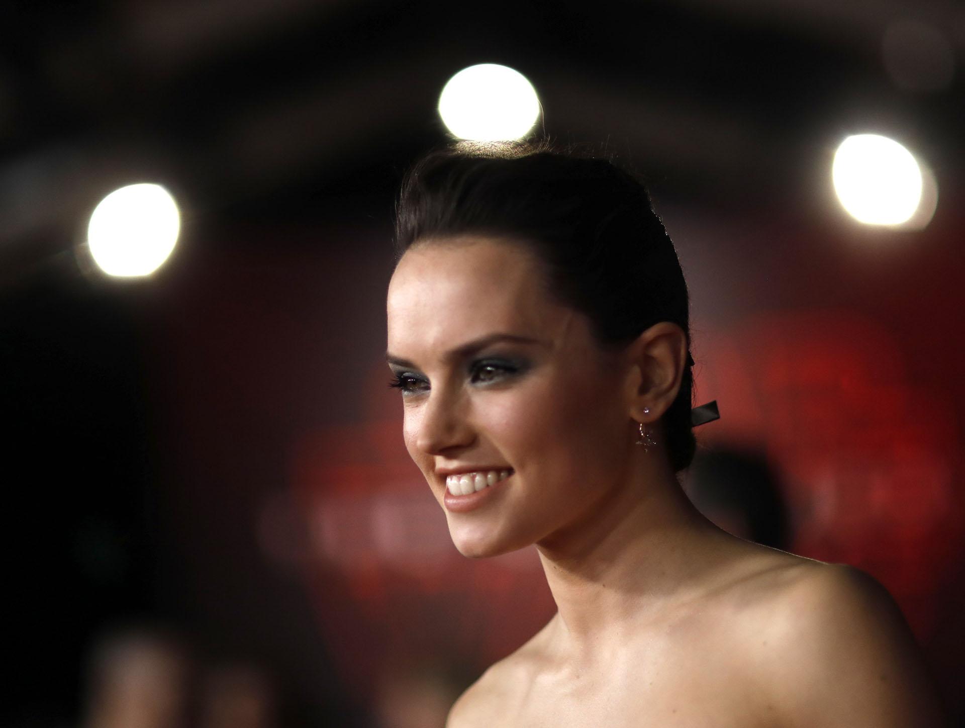 Daisy Ridley, actriz de Rey durante el estreno de Star Wars en Los Ángeles