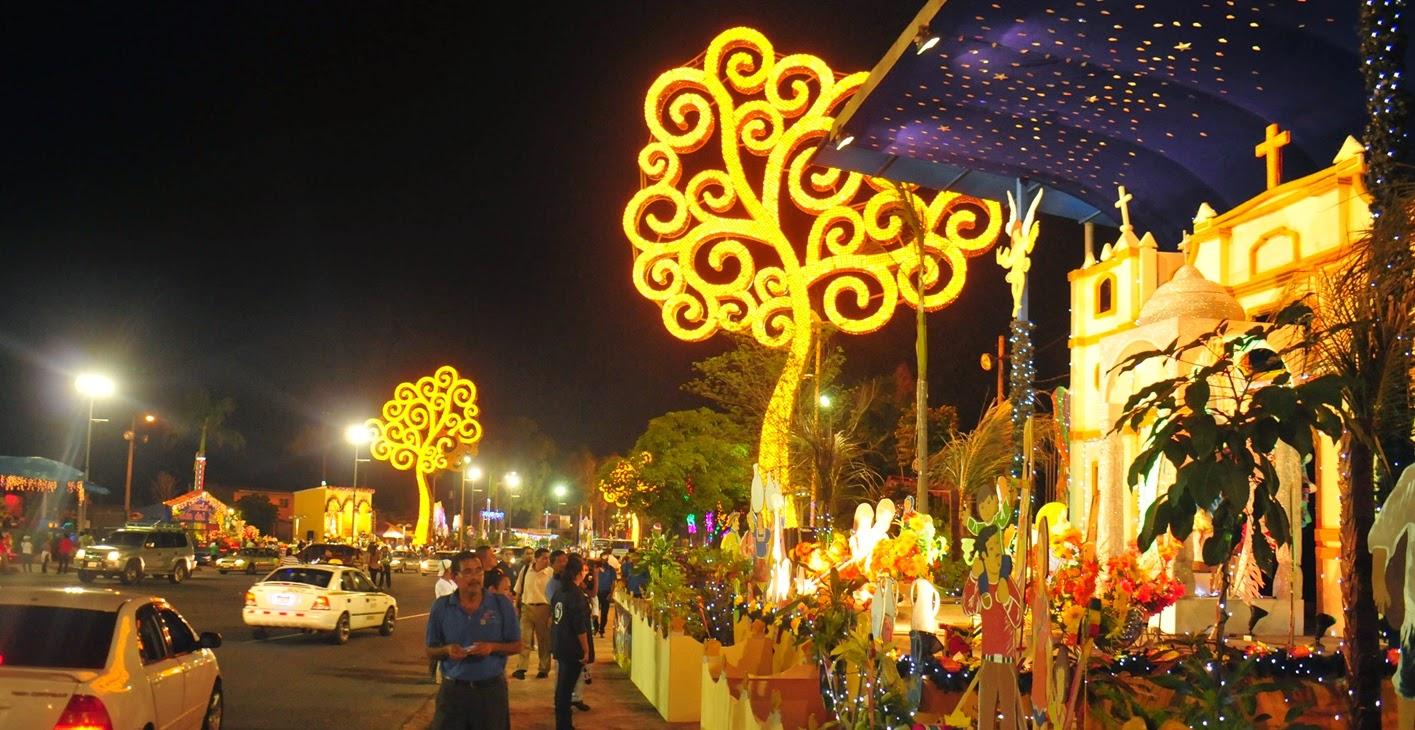Altares a la Purísima que fueron instalados por el Gobierno en la Avenida Bolívar de Managua.
