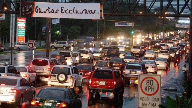 Tránsito colapsado por juegos centroamericanos. Foto: Metro