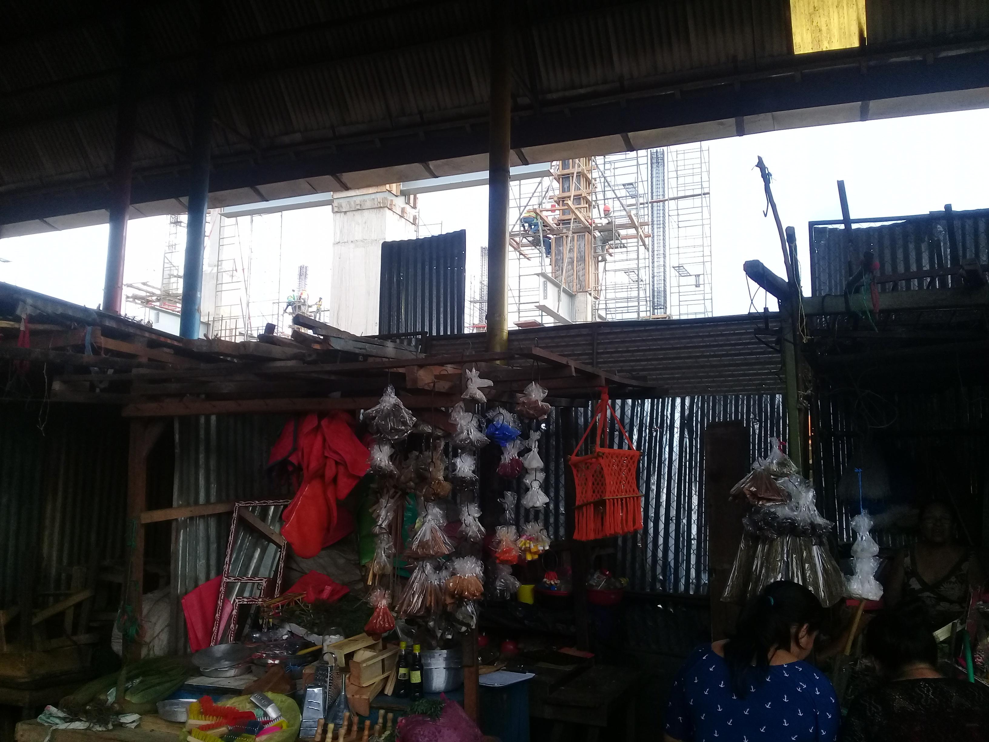 Nueva construcción en el mercado Oriental justo al lado del lugar donde inició el incendio. Foto: Art66