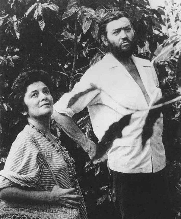Fue amiga de Julio Cortázar, a quien recibió en su casa luego del triunfo de la Revolución Sandinista