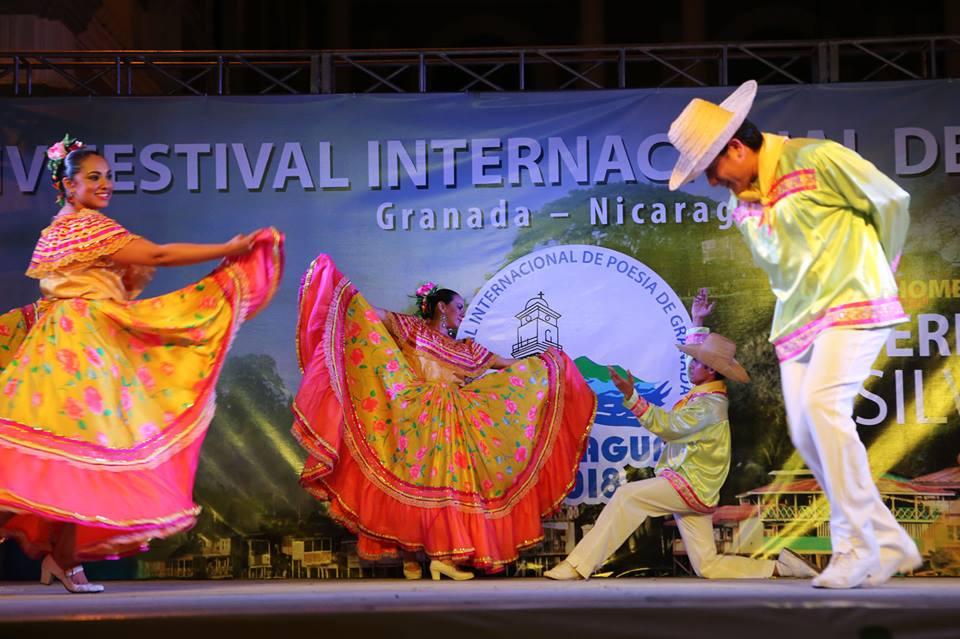 Baile folklórico durante la ceremonia de inauguración del Festival de Poesía. Foto: Cortesía Festival Poesía