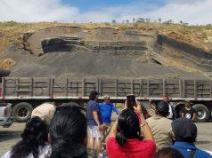Pobladores de Ciudad Sandino exigen a la municipalidad el cierre de las areneras que expone sus vidas al peligro. Foto: Cortesía