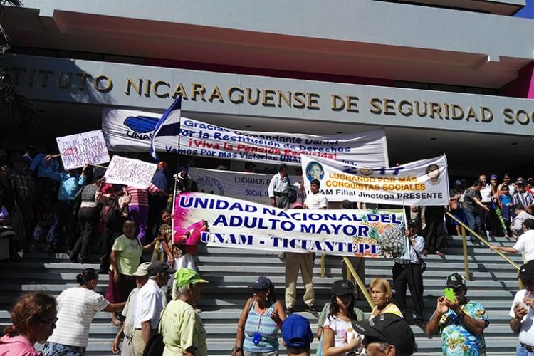 Asegurados están en zozobra por las medidas que recomienda el BCN. Foto: La Prensa