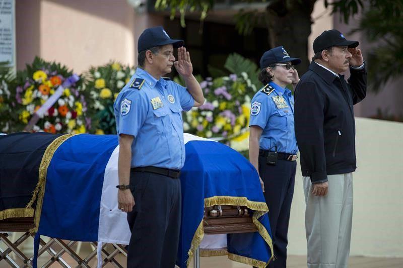 Comisionado Francisco Díaz, Daniel Ortega y comisionada Aminta Granera. Foto/EFE