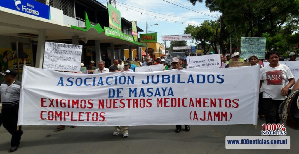 Protesta de jubilados por reducción de algunas medicinas que tratan enfermedades crónicas. Foto: 100%Noticias
