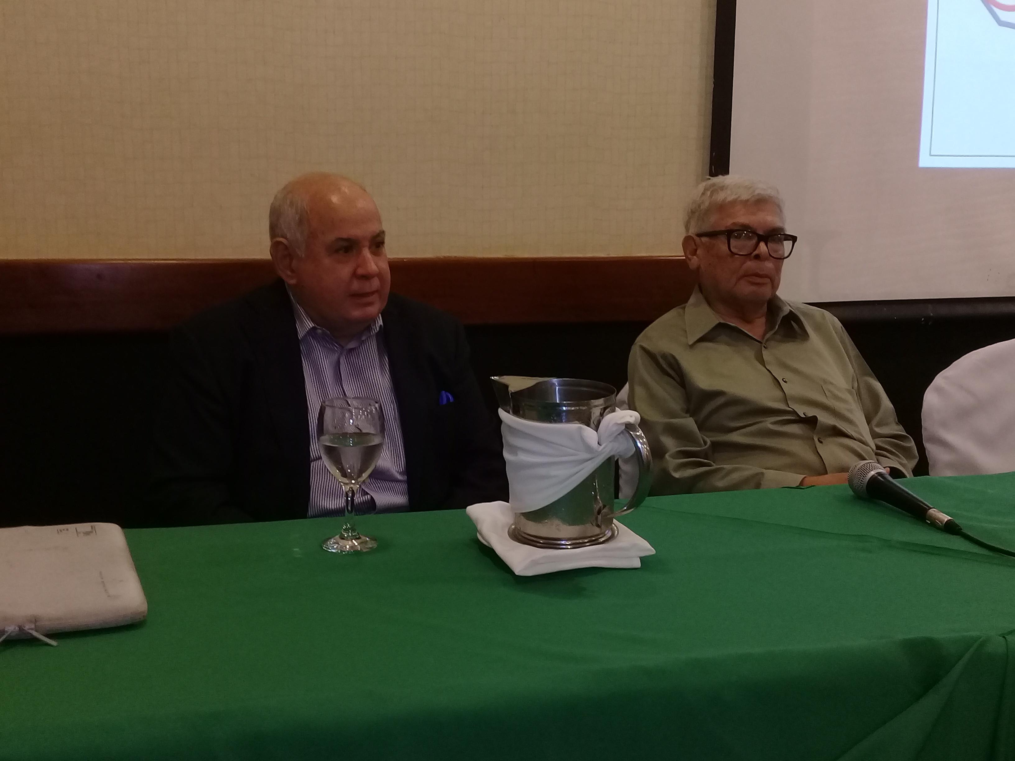 Carlos Sequeira y Alberto Novoa, ponentes sobre temas de corrupción en el foro. Fotografía: Artículo66