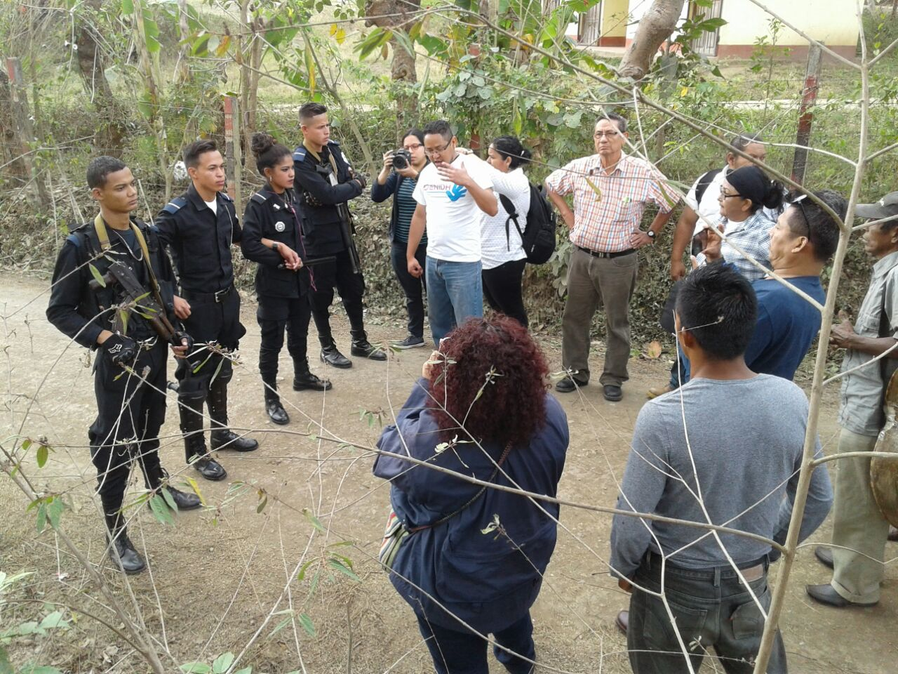 Retienen a caravana que iba a mina San Albino a conmemorar a Sandino. Fotografía: Cortesía
