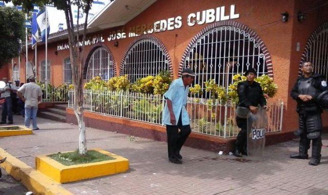 Trabajadores de la Alcaldía de Chichigalpa exigen que se respete sus derechos. Foto: El Nuevo Diario