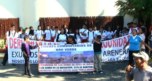 Pobladores de Oro Verde, Ciudad Sandino, tienen más de un mes de hacer gestiones para conseguir el cierre de las areneras, pero las autoridades todavía no responden. Foto: A. Cruz