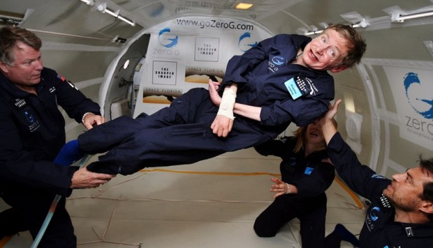 """""""Fue maravilloso"""", dijo el científico Stephen Hawking en abril del 2007 al experimentar el estado de gravedad cero. (Foto: AFP)"""
