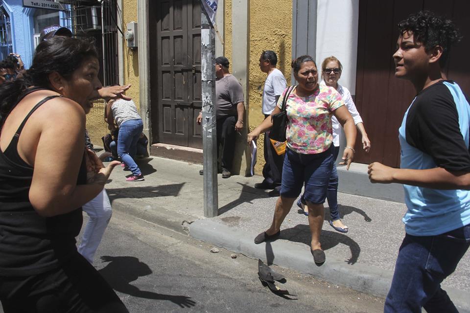 Juventud Sandinista agrede a mujeres, ancianos y periodistas. Foto: La Prensa
