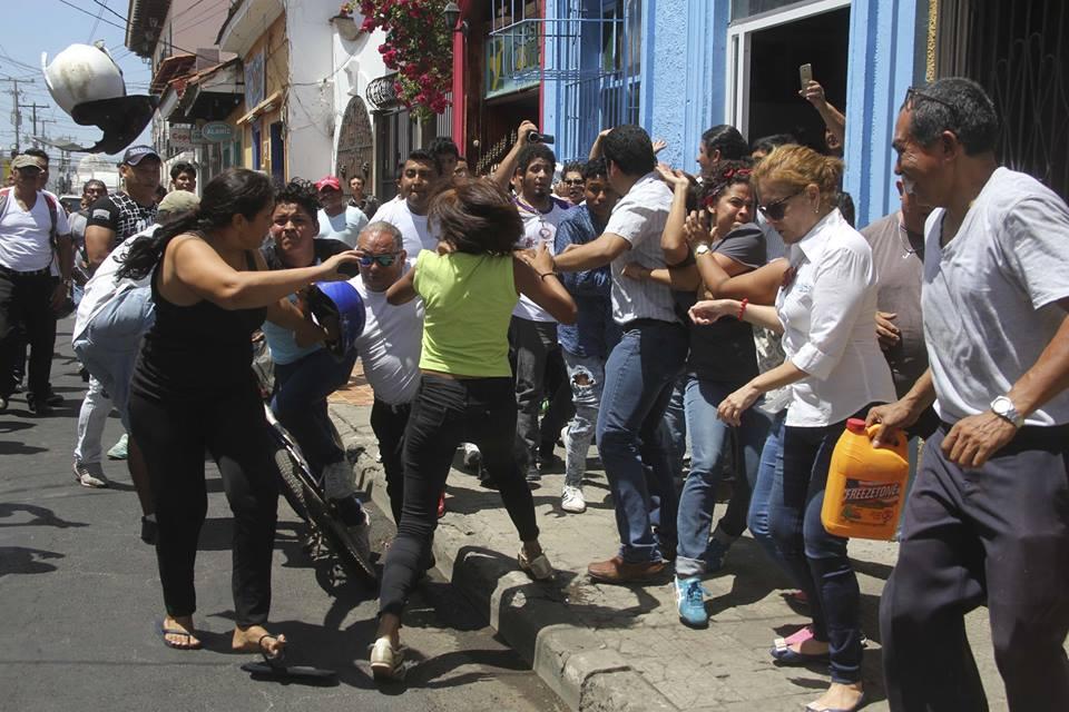 Agresiones sandinistas a protestantes de León. Foto: La Prensa