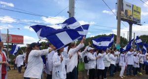 Médicos de toda Managua se unen a protestas para exigir que se detengan las muertes. Foto: M. Guevara