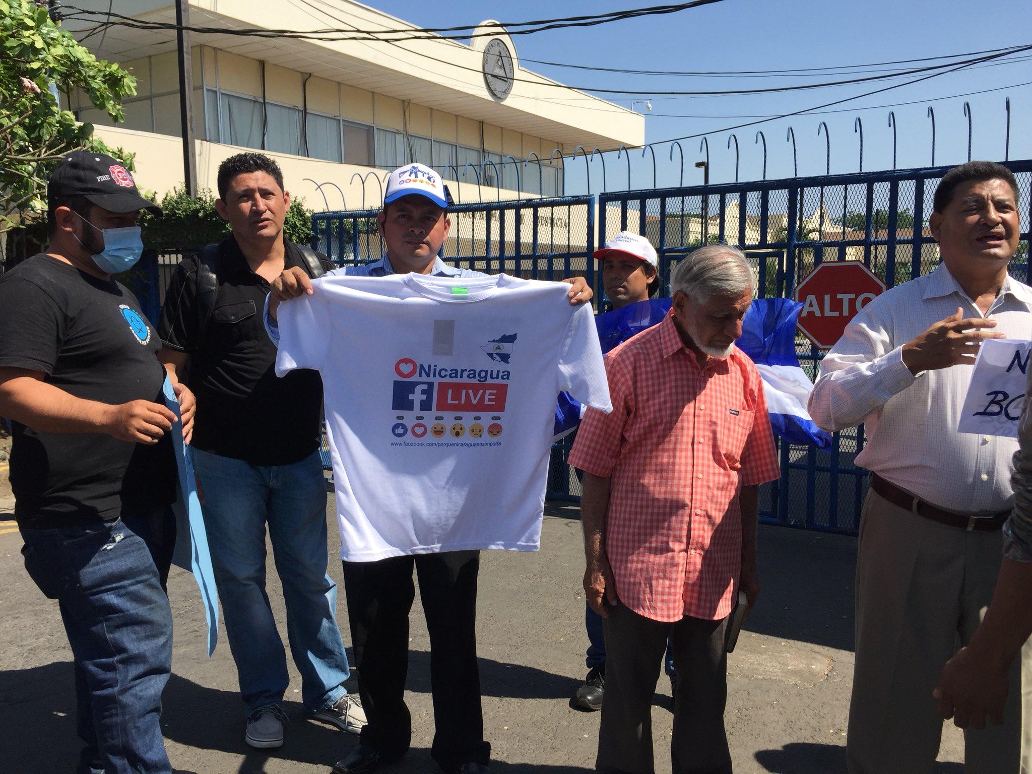 Movimientos sociales protestan en rechazo por posible control de las redes sociales. Foto: Gerall Chávez