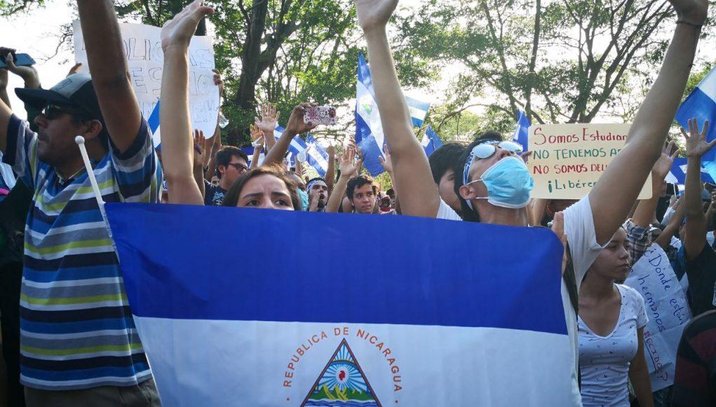 Jóvenes autoconvocados aceptar ir a diálogo. Foto: M. Balmaceda