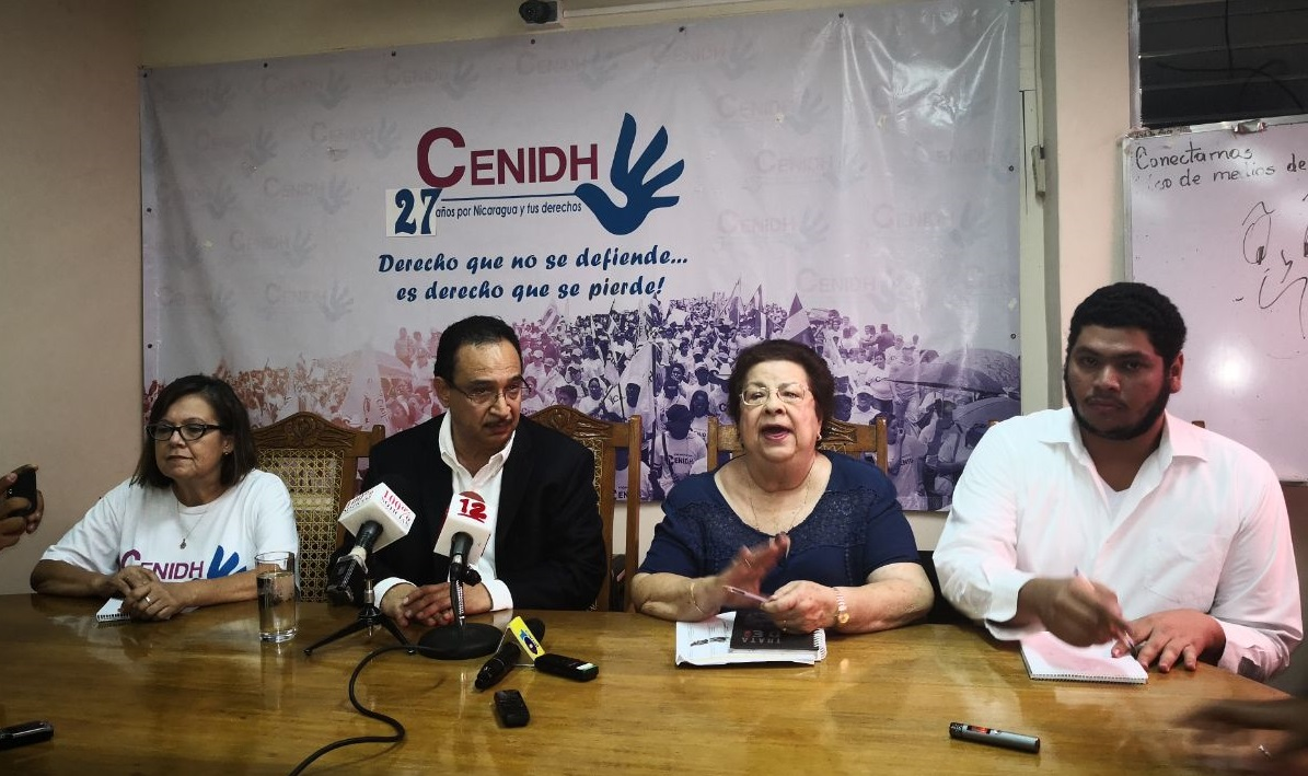 Directo de Radio Darío de León, Aníbal Toruño, acusa directamente al Frente Sandinista del incendio en su estación. Foto: M. Balmaceda