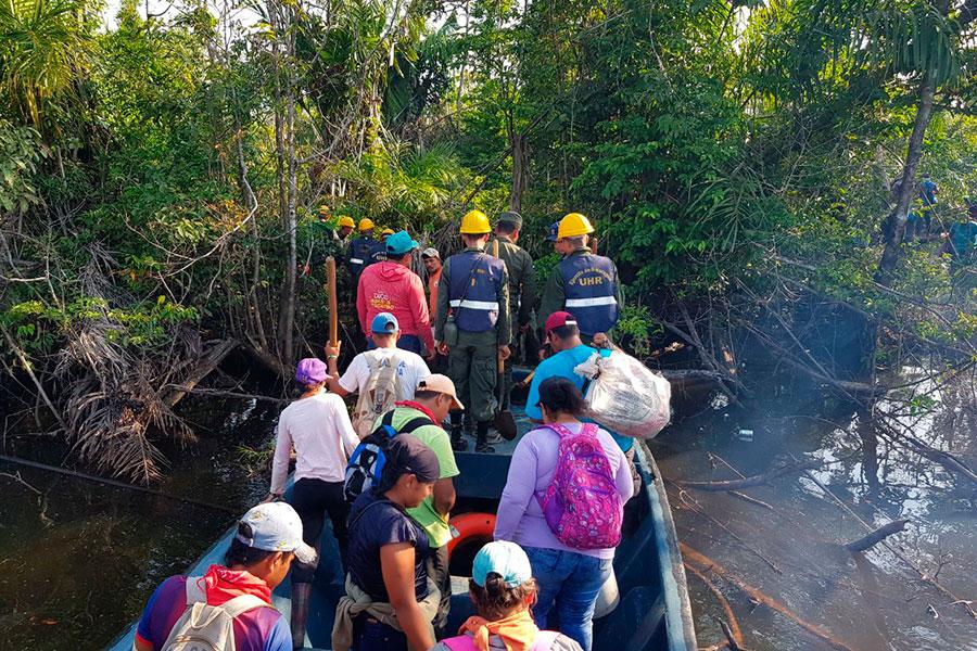 Comunitarios apoyaron al Ejército de Nicaragua en emergencia de Indio Maíz. Foto: Ejército de Nicaragua