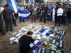 Vigilia en honor a los asesinados en las protestas pacíficas. Foto: M. Balmaceda