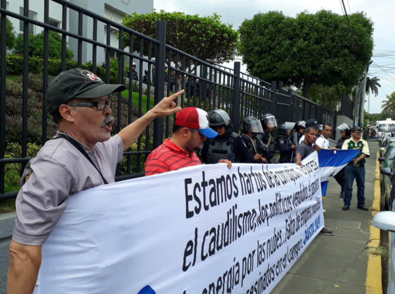 Realizan protesta exigiendo cambios en el Consejo Supremo Electoral. Foto: Leonor Álvarez