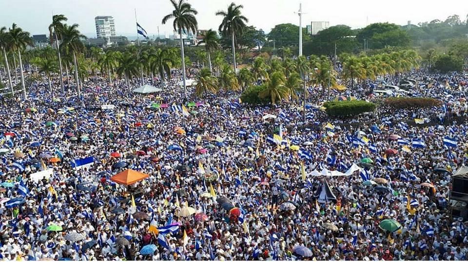 Gran marcha que se realizó ayer 28 de abril en Managua, convocada por la Iglesia Católica.