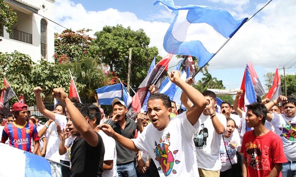 Juventud Sandinista asedia plantón en Managua y agrede a periodistas de Artículo 66. Foto: Nuevo Diario