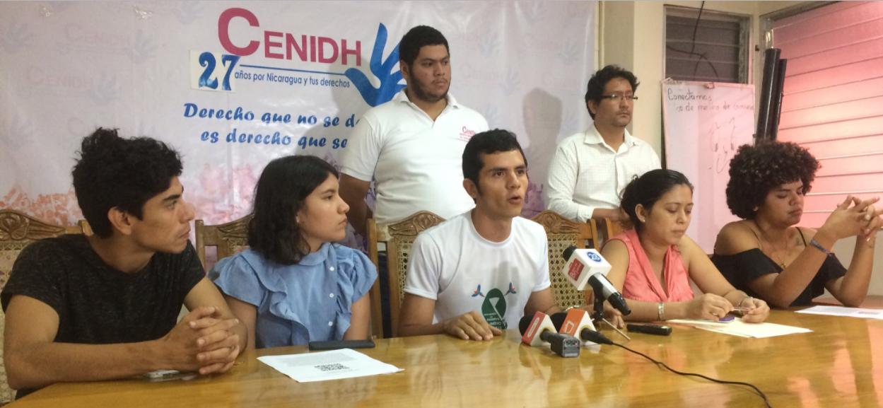 Jóvenes denuncian represión de la Policía Nacional. Foto: Gerall Chávez