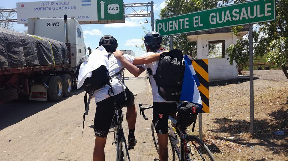 Ciclista guatemalteco Andrés Fonseca no pudo ingresar a Nicaragua. Foto: Resistencia Centroamericana