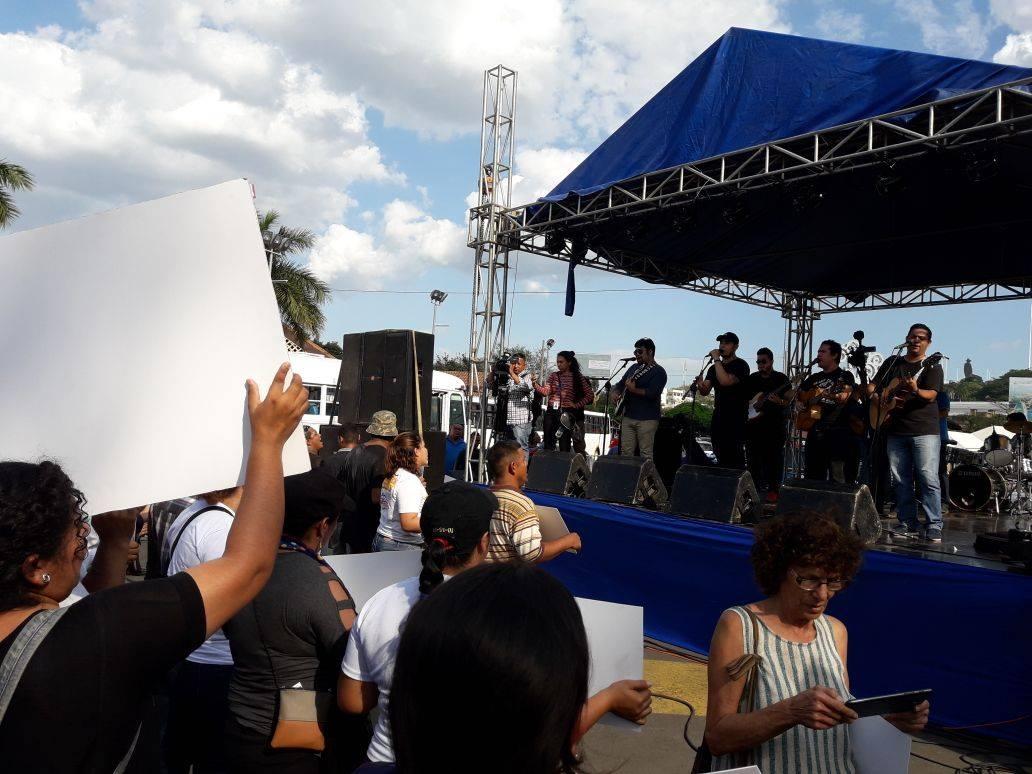 Sandinistas se toman las rotondas de Managua, mismas que autoconvocados anunciaron para concentrarse. Foto: Red de Jóvenes Comunicadores