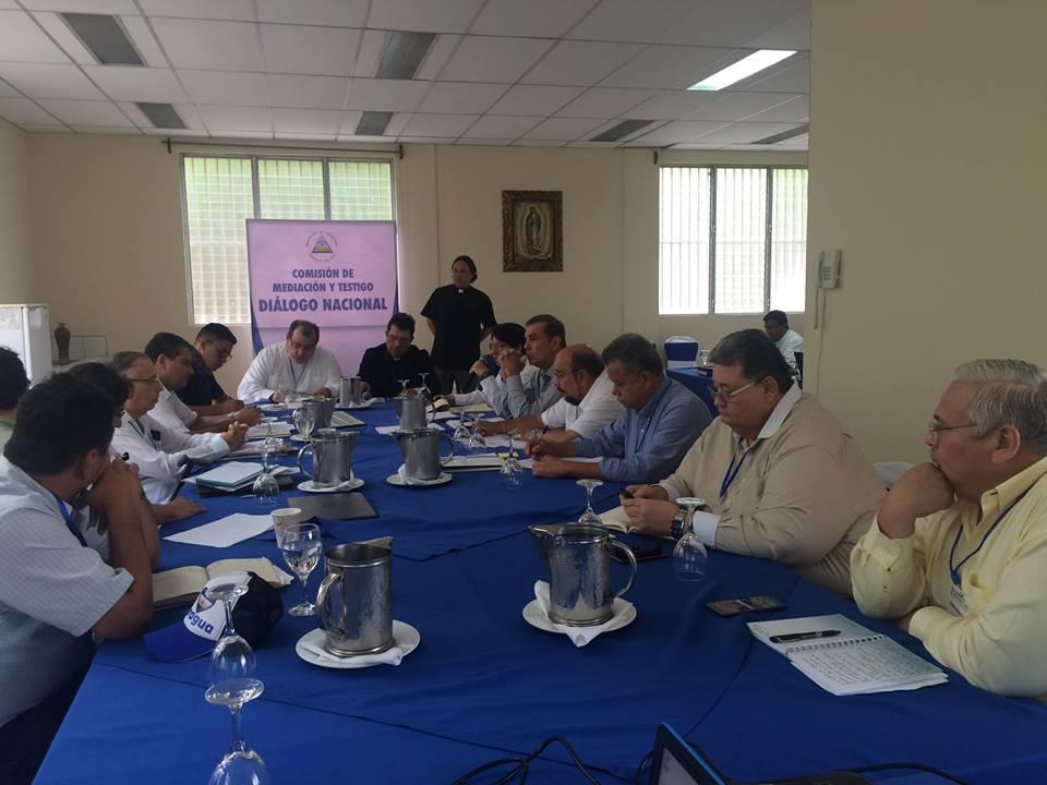 Mesa de trabajo mixta que intenta quitar el tranque puesto por Daniel Ortega en el Diálogo Nacional. Foto: CEN