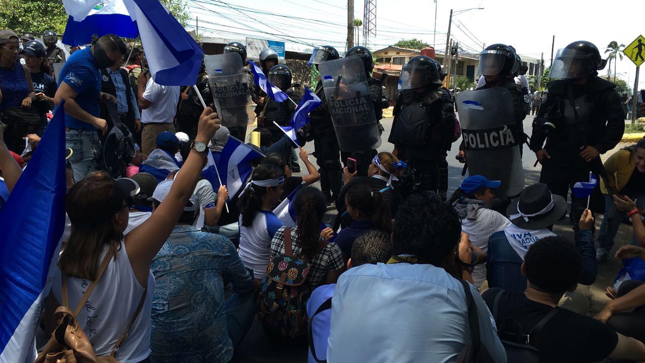 Policía Nacional bloqueó protesta pacífica de autoconvocados que se dirigía hacia la Asamblea Nacional. Foto: E. Garmendia