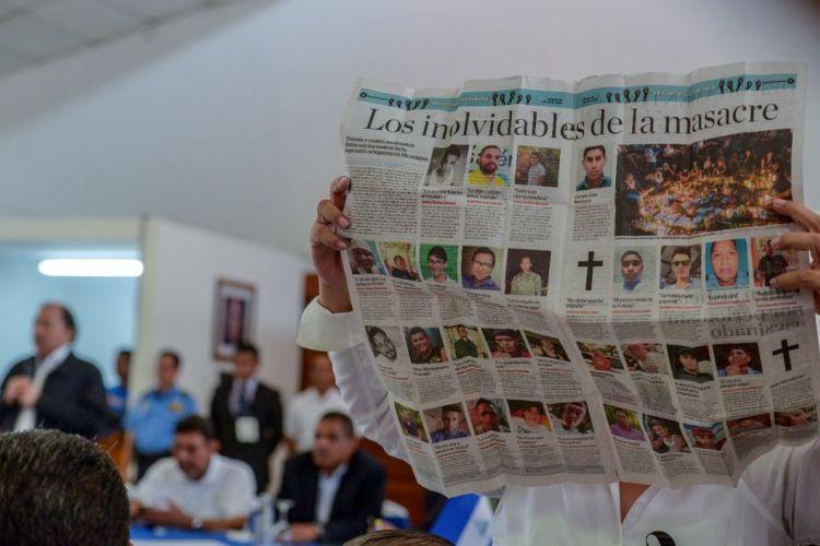 Azahalea Solís presenta durante todo el acto inaugural reporte de asesinados. Foto: La Prensa