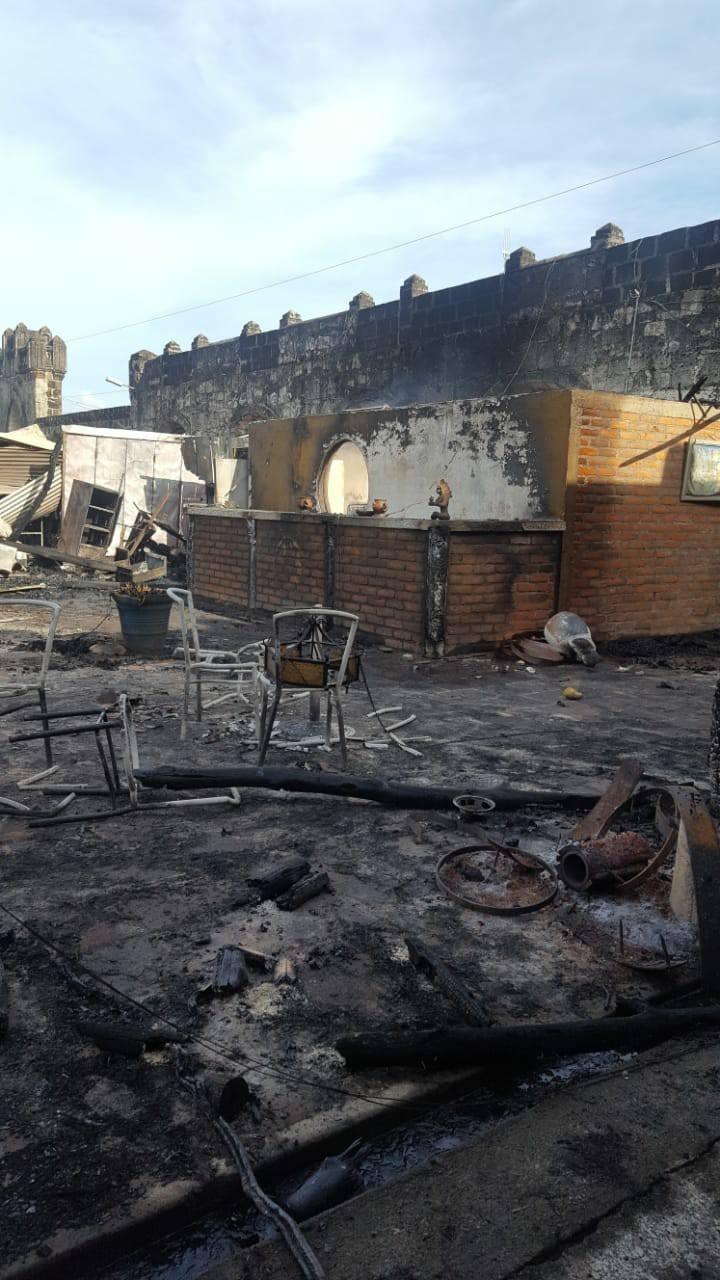 Restaurante La Cazuela de Don Nacho incendiado por turbas orteguistas en el Mercado de Artesanías de Masaya