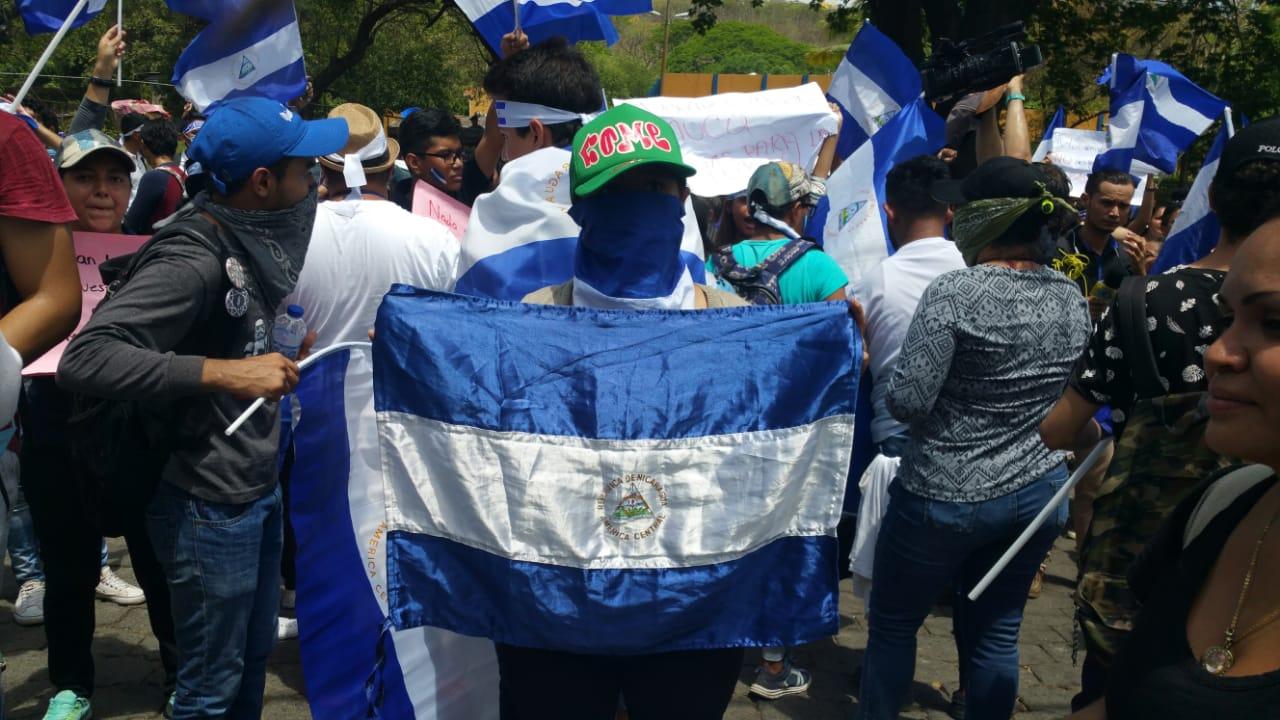 Marcha de los estudiantes hacia la UNAN-MANAGUA en apoyo a los jóvenes atrincherados. Foto: M. Mercado