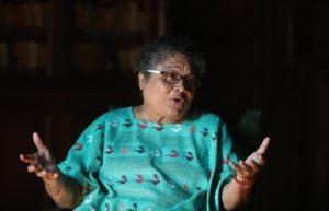Mirna Cunningham, madre de Carlos Alemán Cunningham, gobernador orteguista de la RACCN, señalado de armar turbas de la JS para sembrar el caos y quemar radio y Casa Verde de Yatama. Mirna Cunningham ha guardado silencio.