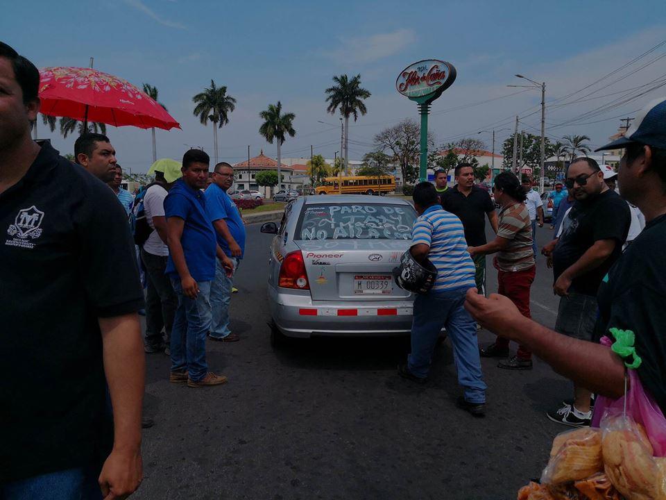 Taxistas y caponeros de Managua y Ciudad Sandino protestan por el alza de los combustibles. Foto: Artículo66
