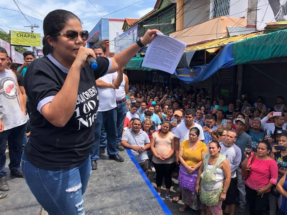 """""""Asamblea de Seguridad"""" convocada por comerciantes del Mercado Oriental. Foto: 100% Noticias"""