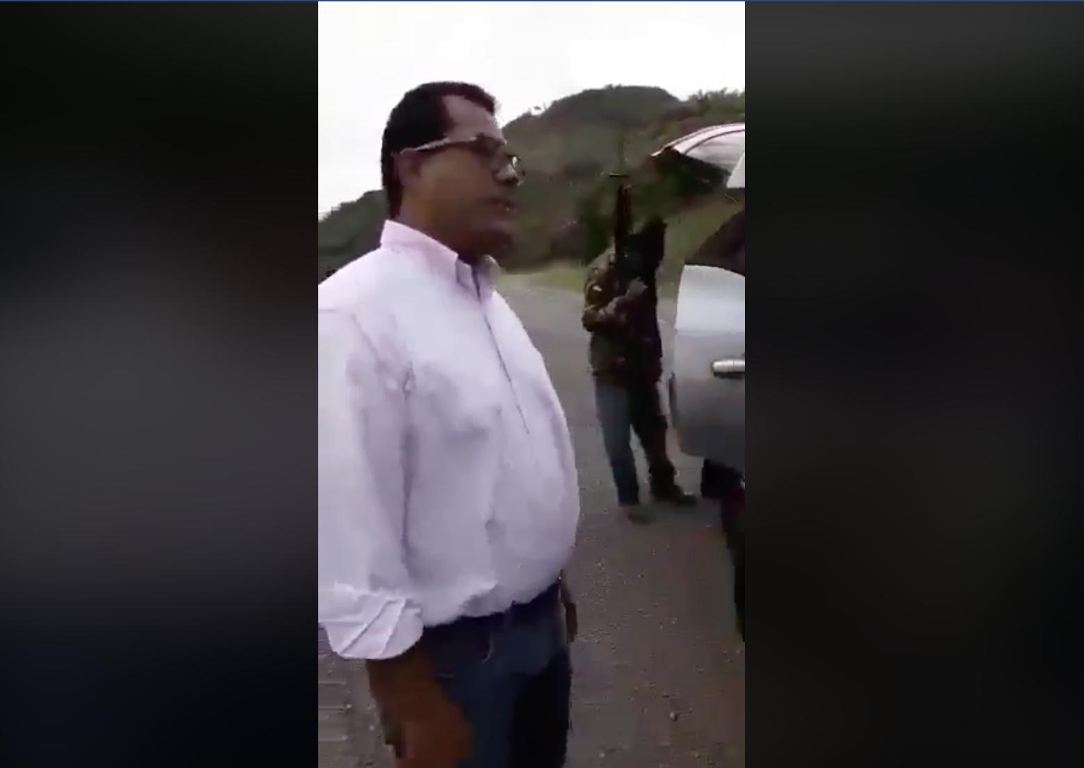 Félix Maradiaga amenazado y requisado por paramilitares encapuchados