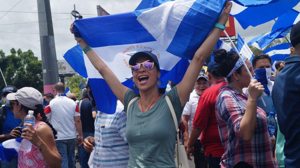 """Vestidos de güipil los nicaragüenses se unieron a la marcha """"Masaya Florecerá"""". Foto: A. Navarro"""