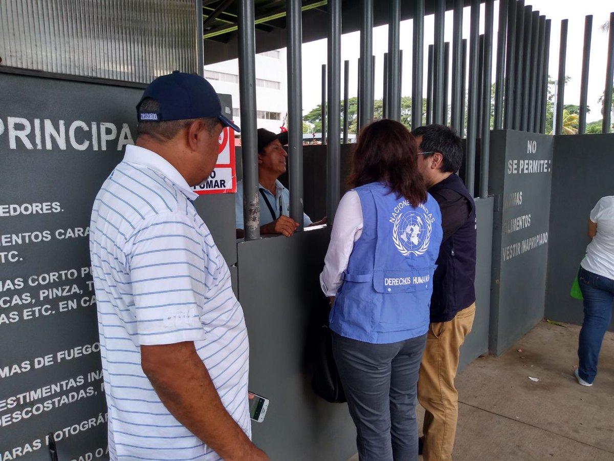 Representantes de las Naciones Unidas en las afueras del Complejo Judicial de Managua solicitando información de Medardo Mairena y Pedro Mena: Foto: tomada de ProtestaNica