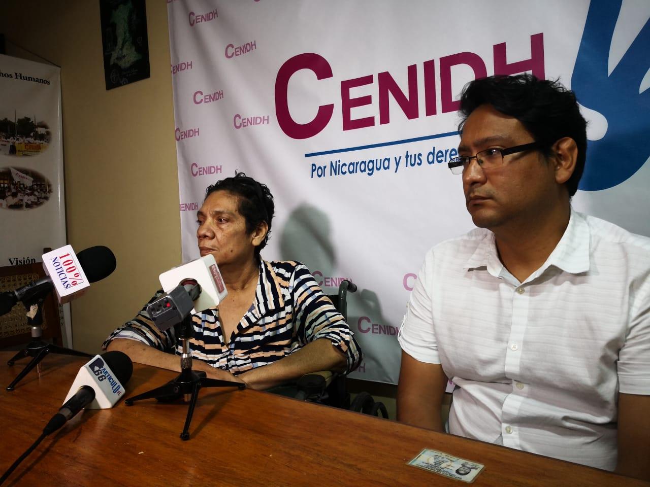 Juana Beatriz Pineda denuncia la detención ilegal de su hijo que padece de esquizofrenia. Foto: M. Balmaceda