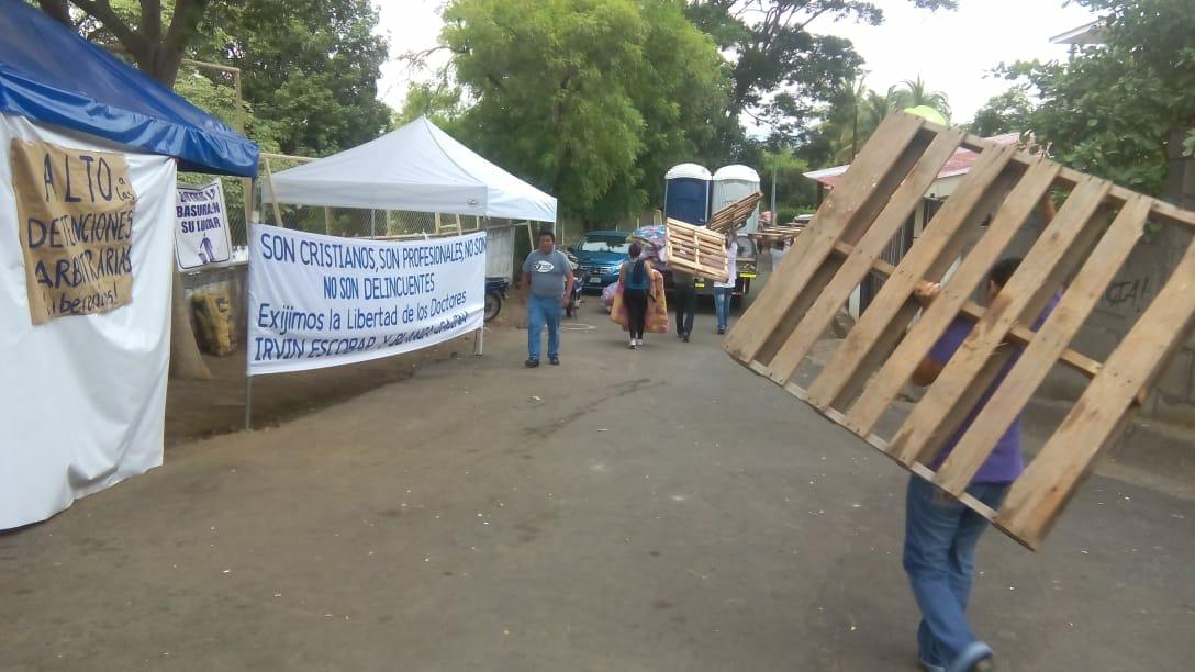 Madres de desaparecidos son evacuadas de El Chipote ante intento de agresión orteguista. Fto: W.Benavides