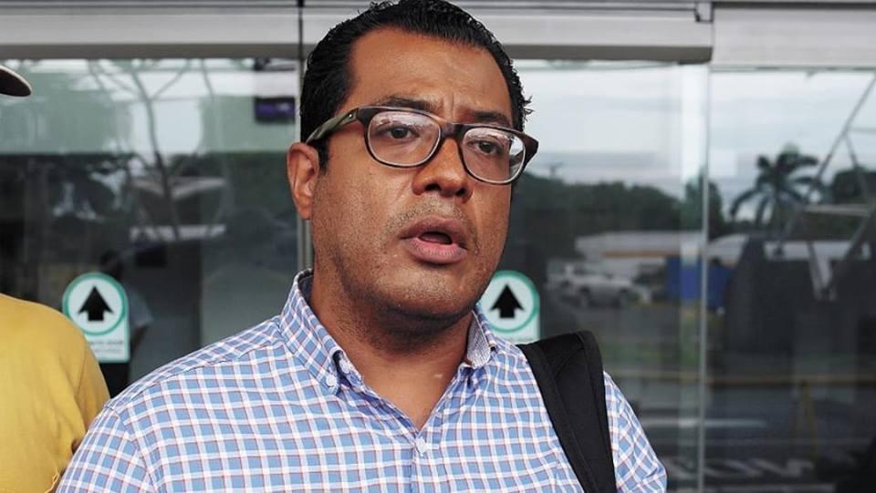 Turbas orteguistas golpean a Félix Maragiada en León